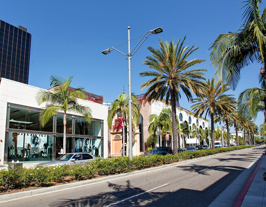 HillCreste Apartments - Los Angeles, CA - Shopping and Street